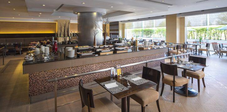 novotel-bangkok-bangna-hotel-restaurants-and-bar-the-square-image02-2