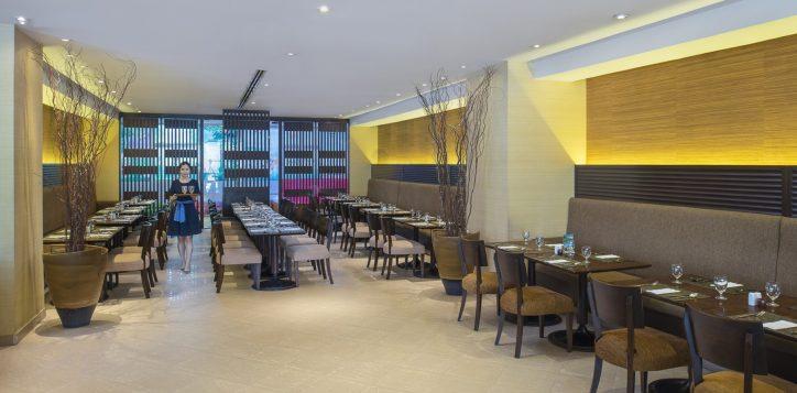 novotel-bangkok-bangna-hotel-restaurants-and-bar-the-square-image03-2