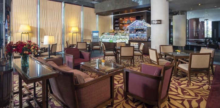 novotel-hotel-bangkok-bangna-gallery-bar-and-restaurant-les-delices-deli-shop-image02-2