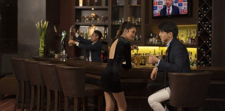 novotel-hotel-bangkok-bangna-gallery-bar-and-restaurant-the-bar-image03-2