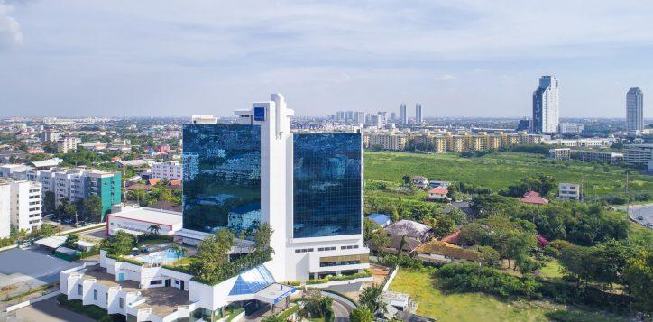 novotel-hotel-bangkok-bangna-gallery-facade-and-lobby-image01-2